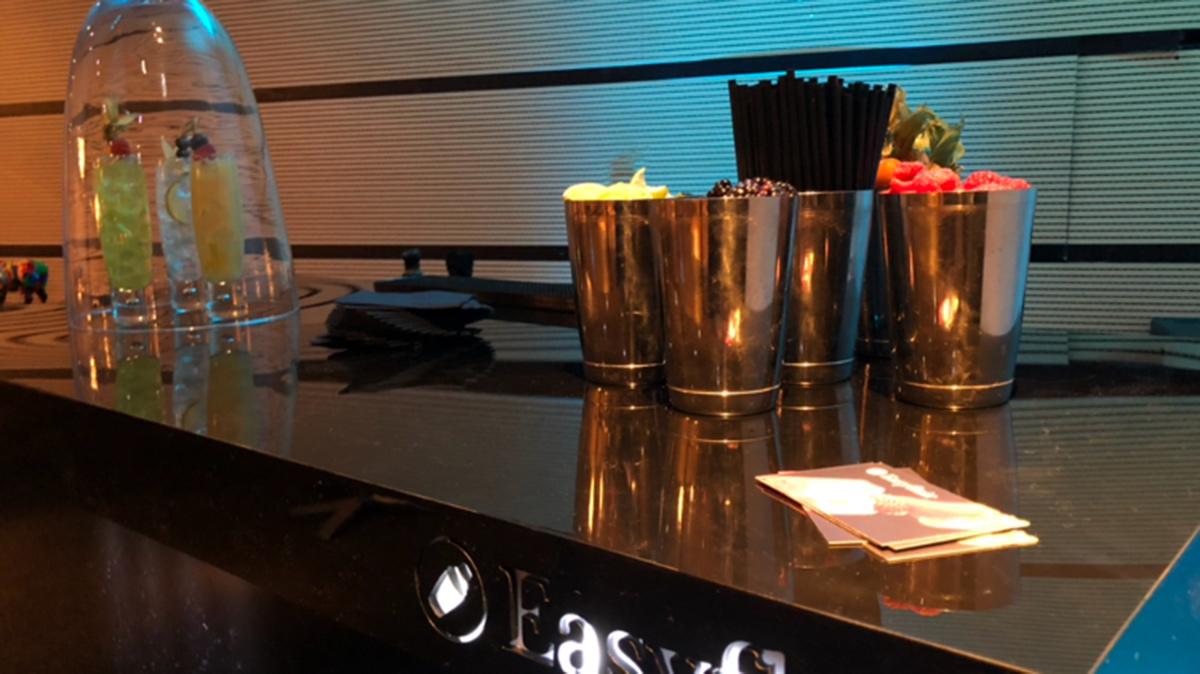 l animation barman jongleur une id e originale pour votre soir e easyflair. Black Bedroom Furniture Sets. Home Design Ideas